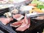 鉄板でバーベキュー。那須黒毛和牛や三元豚が絶品!わいわい楽しくお召し上がりください。