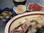 地元の食材を使った沖縄料理の一部です