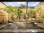 *石造りの和風の露天風呂。屋根があるので雨でも安心です♪