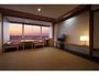 海が見える和室   ( 夕景は季節により客室から見えない場合がございます。)