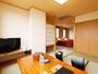 広々としたモダンな雰囲気のある洋室+和室4.5畳のお部屋です。畳のスペースでゆっくりお寛ぎ下さい