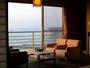 04_南東向きの新館のリビングスペースからは視界一杯の海と昇る朝日を見ることができます