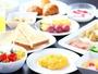 ブッフェレストラン「サンカラント」朝食ブッフェ。洋食はもちろん、伊豆名産の干物などの和食もご用意。
