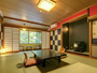 和室12畳+次の間の大きなお部屋。赤い壁がポイントのお部屋。