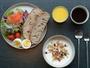 健康的な朝食ビュッフェと美味しいコーヒー