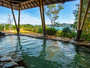 大浴場から見えるのは、四季のうつろいと穏やかな波。ほんのりとした潮の香りが・・
