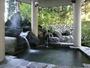 【本館露天風呂】露天風呂でゆったりした後は、里山の新鮮な空気で深呼吸!