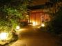 5種類の露天風呂付客室と渓流沿い貸切風呂の高級宿。会席が人気。