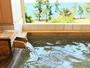 【貸切風呂】窓を開放すれば海を一望できる絶景。