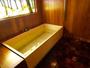 壁、床に至るまで木製!奈良の風景を切り取った様なステンドグラス等こだわり詰まった貸切風呂