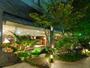 ホテルの周りには黒部峡谷をイメージして作られた庭園がございます