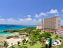 珊瑚礁が美しい海辺のリゾートに佇むカジュアルなファミリーホテル