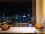 刻々と表情を変える眺望は、まるで都会の万華鏡。30-36階に位置する高層ホテルならではの空間。