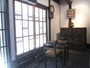 格子窓の内側、1階ライブラリスペース