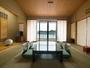 松浦の海と山を一望する和室12畳/例