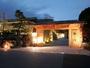 色とりどりの顔を見せる嵐山大堰川畔の風光に恵まれた料理旅館です