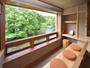 ●客室●窓は手の届きそうな自然との境界線。客室は自然の奏でる音色と舞を楽しむ貴賓席。