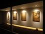 アトリエスイート 64平米 ベッドルームへつづく廊下には川上シュンさんのアートがずらり。