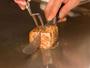 鉄板焼きコースでは、特別な素材を目の前で焼き上げます