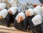 ◆手作りのおにぎりと具だくさんのお味噌汁、選べる小鉢。たっぷり食べて元気にお出掛けください