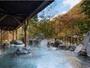 【露天風呂|冬】渓流のせせらぎに耳を傾けながらの湯浴みは、贅沢な時間。
