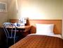 【シングルルーム】機能的で快適な空間、ホテルこだわりのマットレスでゆったりと休むことができます。