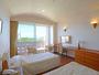 【ツイン】クリスタルビレッジ(新館) シンプルで落ち着いた空間と沖縄時間に癒されます。