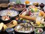 日間賀島名物のたこ、全国有数の水揚げを誇る貝類を中心にご用意致します。