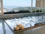 朝日と夜景が自慢の展望大浴場は、夜は23時まで、朝は6時からご利用いただけます。