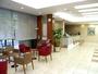 明るく開放的なロビー【お客さま一人ひとりを大切に、快適性・利便性を追求したホテル】