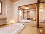 【405】和室が4間もある広い客室。12名程度の宿泊可能。洗濯機・電子レンジと冷蔵庫・空気清浄機を設置