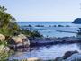 【太平洋を望む温泉露天風呂】朝の穏やかな時間の中、橋杭岩やのどかな景観をごゆっくりお楽しみください。