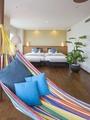 【アイランドスイートルーム(74平米)】ハンモックに揺られ、都心にいながらリゾート感を味わえます。
