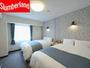 フラワーをモチーフにしたインテリアコーディネーションで、カーテンや照明、家具などを一新。