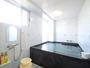 【浴室】広めのお風呂で旅の疲れを癒してください。