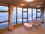 【パノラマ和室特別室】180℃パノラマビューです。遠く連なる耳納連山・筑後川の景色を一望できます。