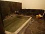 浴槽は赤御影石造り。日本最古の道後の湯を源泉かけ流しでお楽しみ頂けます。☆