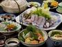 【クエ鍋会席(クエは2人盛り)例】白浜名物クエ鍋、お造り4種盛など。お部屋食でゆっくりとどうぞ