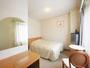 【セミダブル】ベッド幅122cm、長さ195cmになります。15平米のお部屋です。