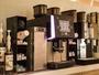 ラウンジでは挽きたてコーヒーを宿泊者に無料で提供しています。