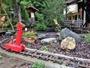 庭の遊具です♪手で回して走るトロッコがあります!後ろの小屋では卓球も出来ます!