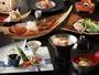 ご夕食の一例。秘伝のタレで煮込んだ金目鯛の姿煮は2-3名で1匹ご用意