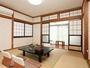 *2010年11月にリニューアルしたばかりのお部屋はとっても綺麗!<本館8畳和室>