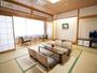 【和室10畳】☆朝は光がいっぱい☆独立したバスルームあるのも人気♪
