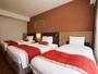 【客室】トリプルルーム広さ27平米C.ツインかF.ツインへEXベッドもしくは親子ベッドの設置をいたします。