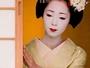 花街だから出来る最高の贅沢。 芸妓舞妓さんをお部屋に呼んでの本格的なお茶屋遊びプランもございます。