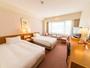 ◆上層階スタンダードツイン(25.2平米)◆110センチのベッドが2台、32インチ液晶TV完備