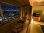 和室 夜景を眺めながら旅の疲れを癒してください。