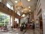 格調高い大理石が敷きつめられ、伝統美とモダンデザインが融合したロビーエントランス。