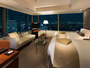【プレミアツイン】大きな窓からパノラミックな景観をお愉しみいただけます。
